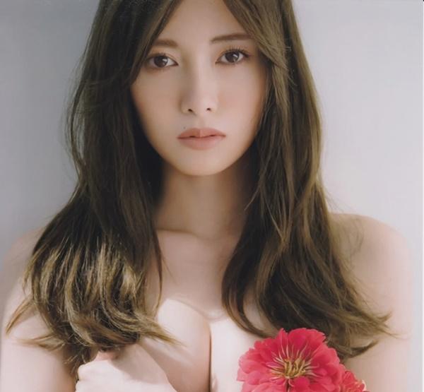 Mẫu nữ có vòng 1 đẹp nhất Nhật Bản gặp rắc rối vì quá gợi cảm - Hình 2