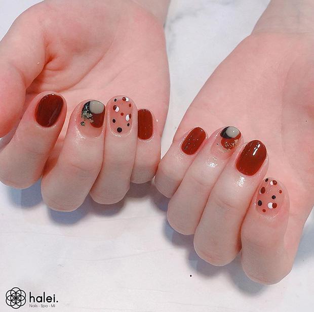 12 mẫu nail xinh yêu chuẩn trend mùa thu, chị em mau bung lụa để có bàn tay sang chảnh - Hình 12