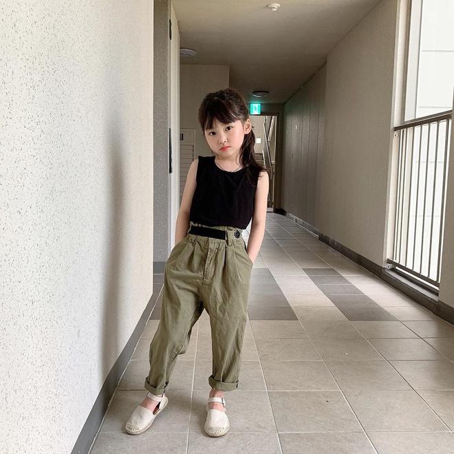 Cô bé 8 tuổi gợi ý cách mặc đồ công sở - Hình 5