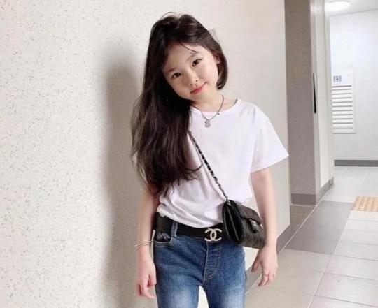 Cô bé 8 tuổi gợi ý cách mặc đồ công sở - Hình 7