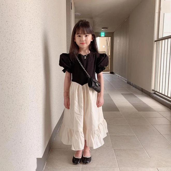 Cô bé 8 tuổi gợi ý cách mặc đồ công sở - Hình 1