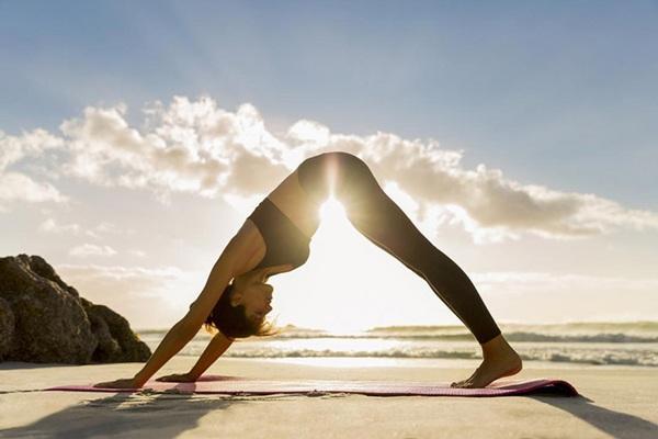 Dù có cứng đầu đến đâu mỡ bụng cũng biến mất với những bài tập yoga tại nhà - Hình 7