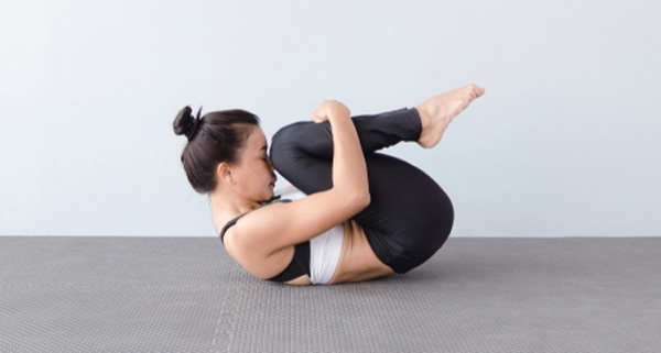 Dù có cứng đầu đến đâu mỡ bụng cũng biến mất với những bài tập yoga tại nhà - Hình 4