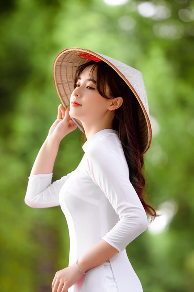 Thiếu nữ Hà thành xinh như búp bê, hút mọi ánh nhìn - Hình 1
