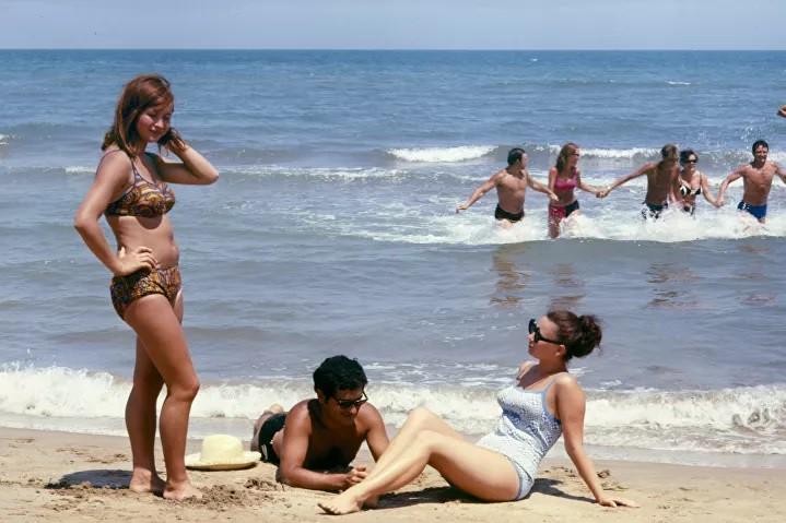 Ảnh: Phụ nữ Liên Xô từ rất sớm đã không lạ lẫm gì với bikini - Hình 13