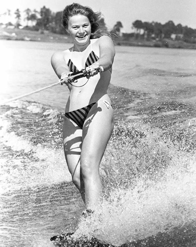 Ảnh: Phụ nữ Liên Xô từ rất sớm đã không lạ lẫm gì với bikini - Hình 8