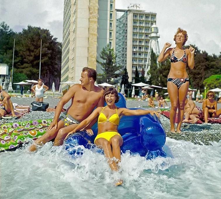 Ảnh: Phụ nữ Liên Xô từ rất sớm đã không lạ lẫm gì với bikini - Hình 11