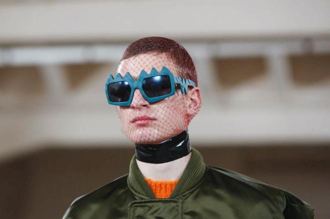 Louis Vuitton bị nhà thiết kế Bỉ tố đạo nhái ý tưởng - Hình 6