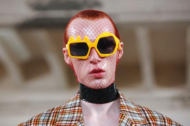 Louis Vuitton bị nhà thiết kế Bỉ tố đạo nhái ý tưởng - Hình 5