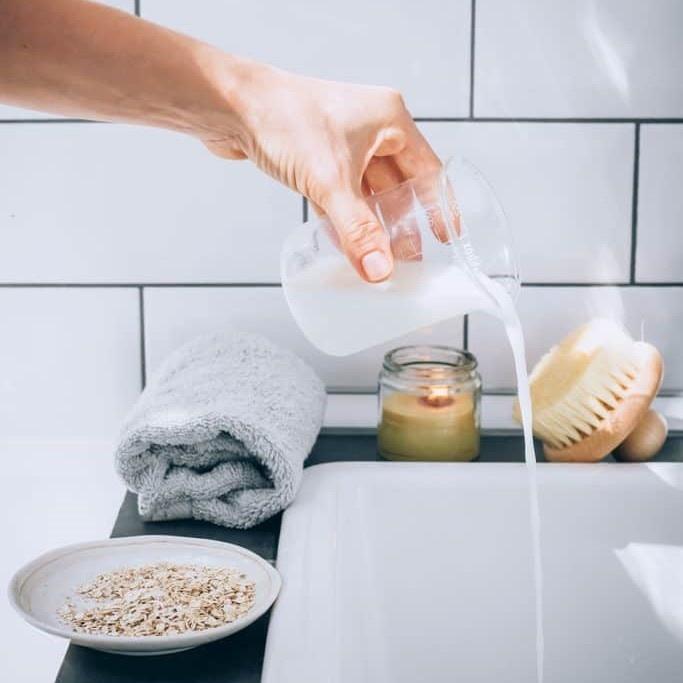 Cho 4 thần dược này vào nước tắm mỗi ngày, da nâng tone đều đều - Hình 4