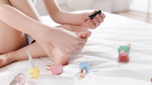 6 bí quyết cực đơn giản giúp bạn có đôi chân thon đẹp, mặc váy xinh ngút ngàn - Hình 4