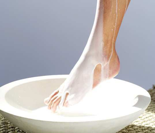 6 bí quyết cực đơn giản giúp bạn có đôi chân thon đẹp, mặc váy xinh ngút ngàn - Hình 2