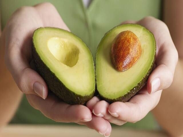 70% công dụng giảm nếp nhăn, diệt mỡ bụng của quả bơ là ở phần hạt, vậy nên người Nhật toàn tự làm và uống trà hạt bơ vào buổi sáng - Hình 6