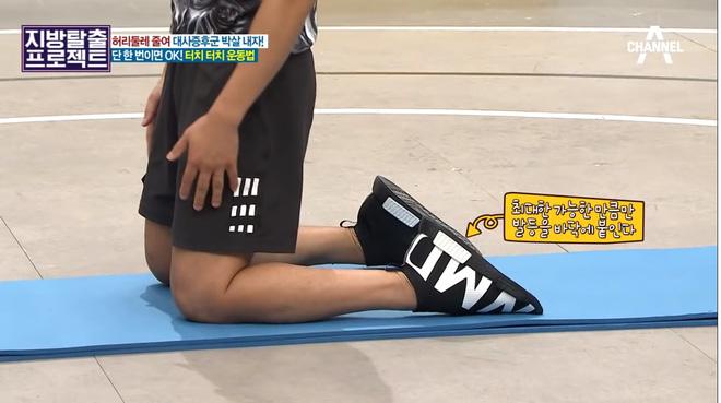 HLV Hàn Quốc hướng dẫn bài tập giúp giảm 5cm mỡ bụng chỉ sau 5 phút tập luyện - Hình 1