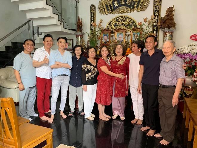 Dương Triệu Vũ đăng ảnh mừng sinh nhật mẹ ruột, tiết lộ số tài sản gia đình có được khi sang Mỹ định cư - Hình 8