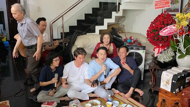Dương Triệu Vũ đăng ảnh mừng sinh nhật mẹ ruột, tiết lộ số tài sản gia đình có được khi sang Mỹ định cư - Hình 7