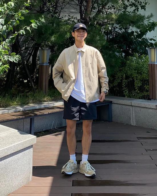 Chàng trai Hàn Quốc nổi tiếng trên mạng nhờ ăn mặc đẹp - Hình 4