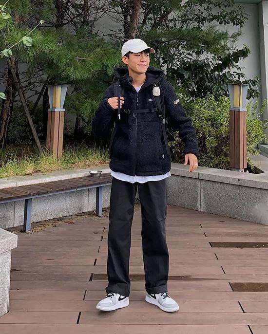 Chàng trai Hàn Quốc nổi tiếng trên mạng nhờ ăn mặc đẹp - Hình 13