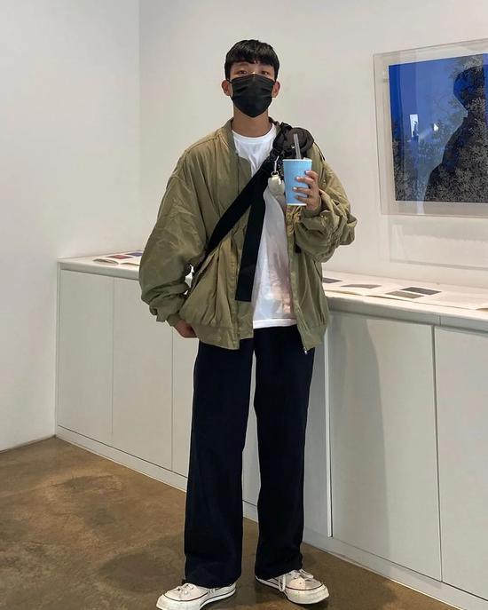 Chàng trai Hàn Quốc nổi tiếng trên mạng nhờ ăn mặc đẹp - Hình 5