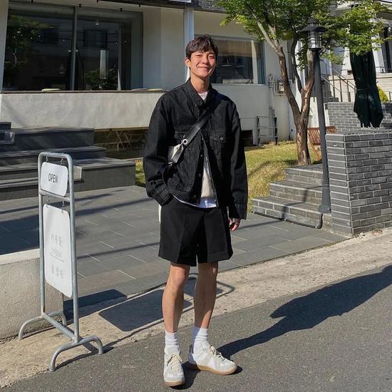 Chàng trai Hàn Quốc nổi tiếng trên mạng nhờ ăn mặc đẹp - Hình 3