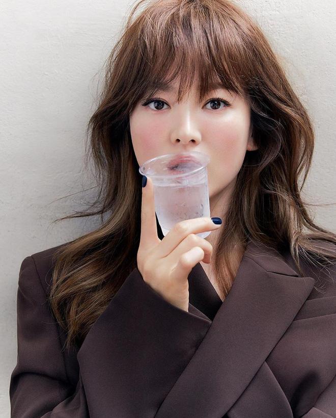 5 kiểu tóc uốn chuẩn mùa thu của sao Hàn, bạn diện theo vừa ăn gian tuổi siêu phàm lại còn sang xịn - Hình 5
