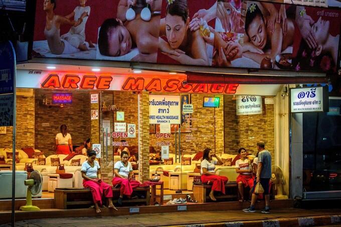 Thu thập chữ ký kiến nghị hợp pháp hóa mại dâm Thái Lan - Hình 1
