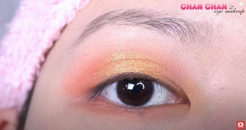 Hóa nàng thơ mùa thu với layout trang điểm mắt màu đào siêu đơn giản - Hình 3