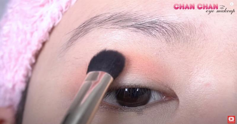 Hóa nàng thơ mùa thu với layout trang điểm mắt màu đào siêu đơn giản - Hình 1