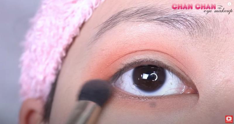 Hóa nàng thơ mùa thu với layout trang điểm mắt màu đào siêu đơn giản - Hình 2