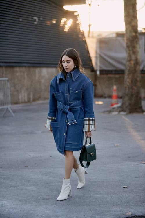 6 chiêu kết hợp áo khoác và váy chuẩn trend cho ngày Thu - Hình 7