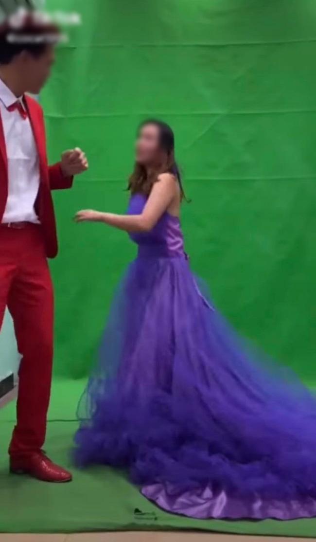 Xích mích khi chụp ảnh cưới, chú rể tát thẳng vào đầu cô dâu và màn lao vào combat của cô gái trẻ khiến tất cả đứng hình - Hình 4