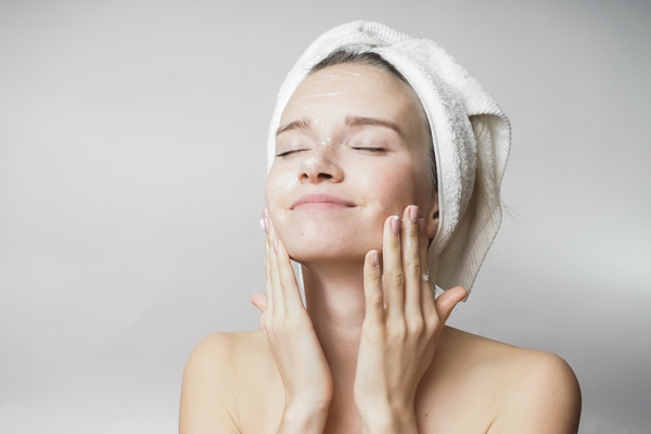 Quy trình dưỡng da sáng mịn vào mùa thu đông buổi sáng và buổi tối - Hình 4