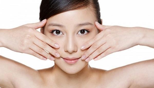 Nâng và làm săn chắc da mặt với động tác massage đơn giản - Hình 2