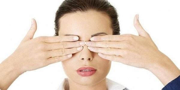 Nâng và làm săn chắc da mặt với động tác massage đơn giản - Hình 4