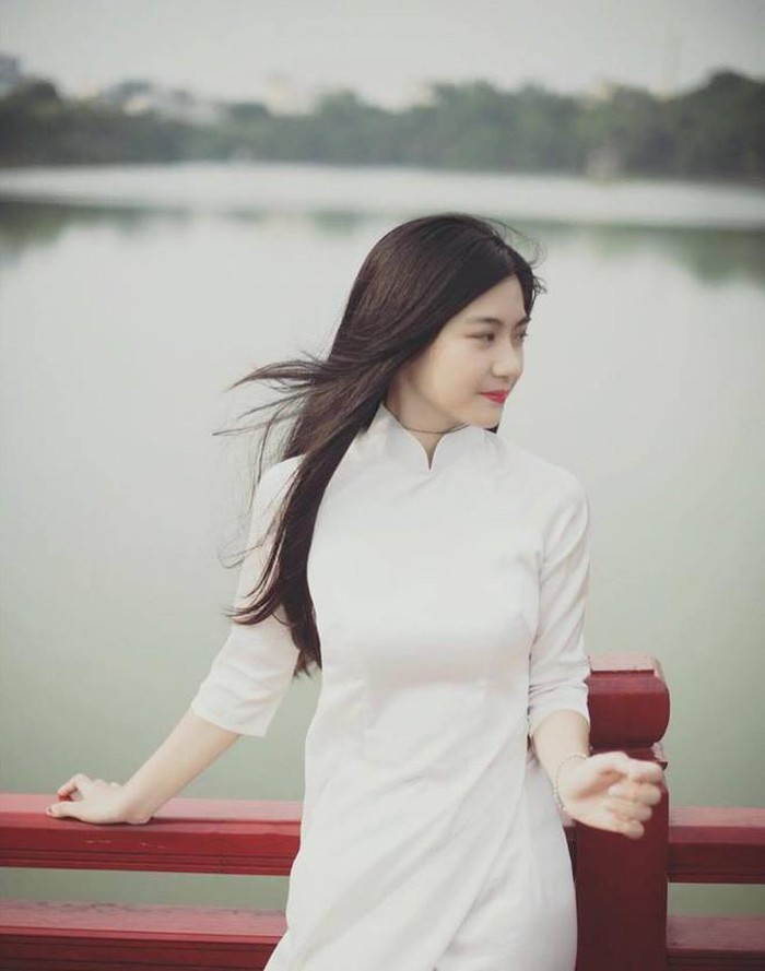 Dàn hot girl Việt nổi bật trong tà áo dài đặc sản mùa tựu trường - Hình 9