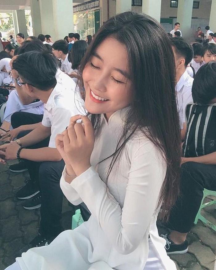 Dàn hot girl Việt nổi bật trong tà áo dài đặc sản mùa tựu trường - Hình 3