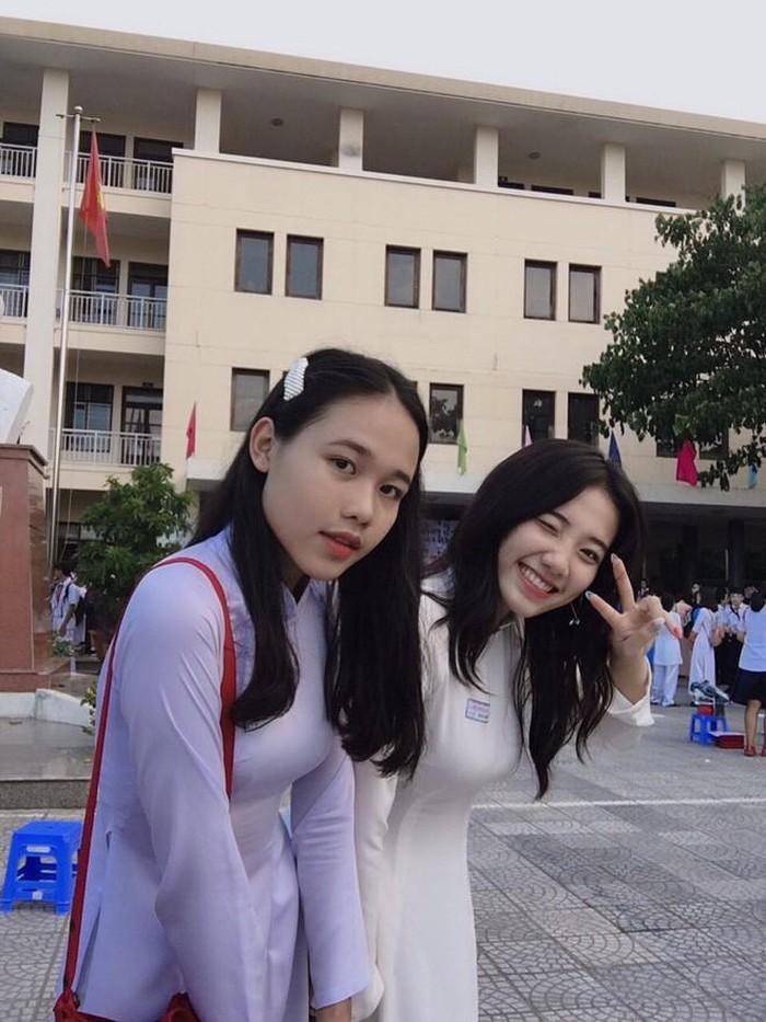 Dàn hot girl Việt nổi bật trong tà áo dài đặc sản mùa tựu trường - Hình 13