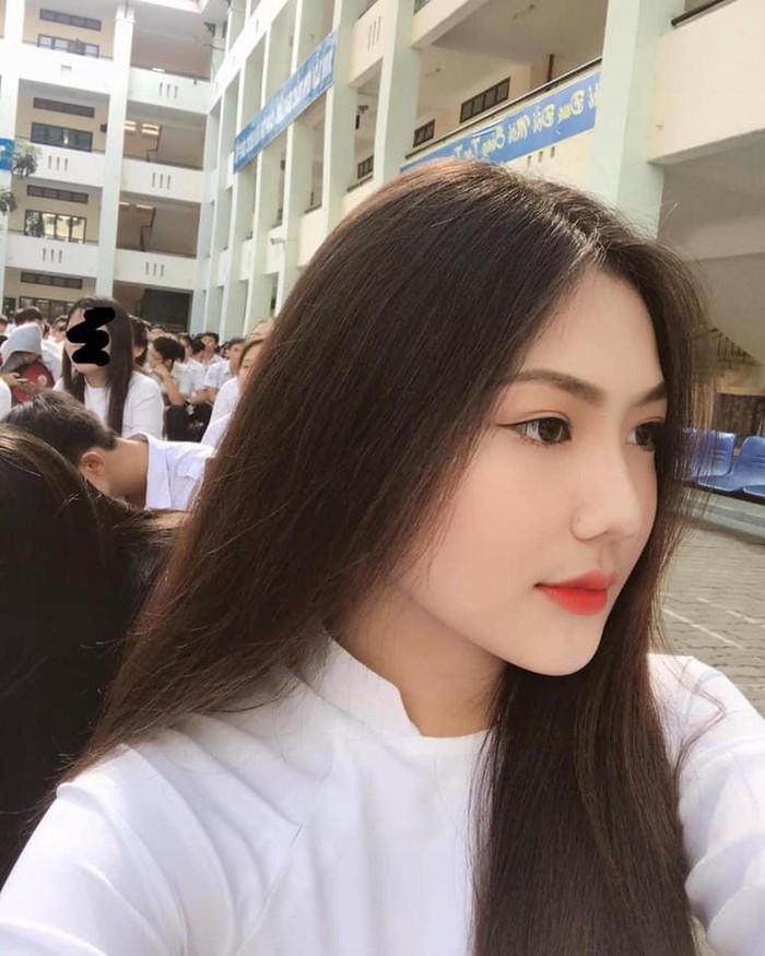 Dàn hot girl Việt nổi bật trong tà áo dài đặc sản mùa tựu trường - Hình 6
