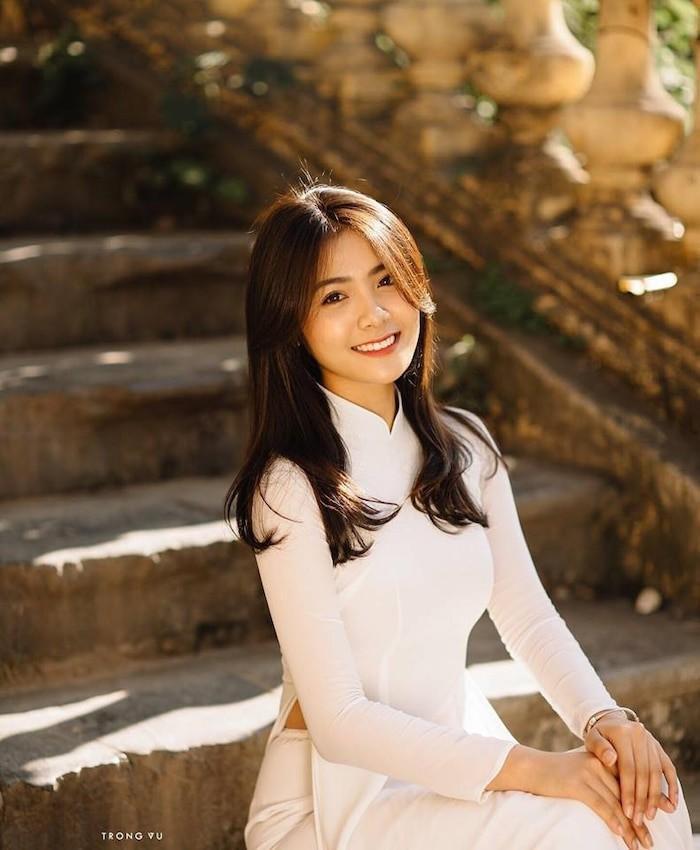 Dàn hot girl Việt nổi bật trong tà áo dài đặc sản mùa tựu trường - Hình 11