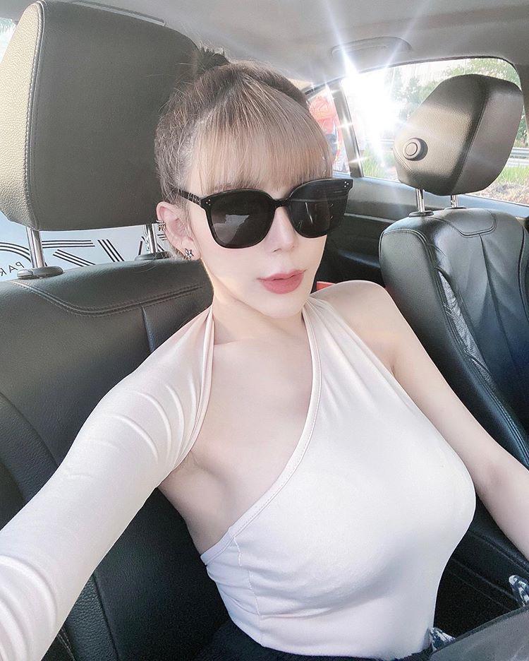 Nhìn khuôn ngực ngồn ngộn cứ tưởng Elly Trần nhưng ngước lên mới biết đó là hotgirl người Malaysia - Hình 6