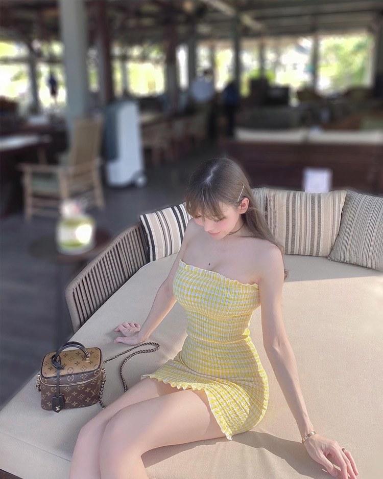 Nhìn khuôn ngực ngồn ngộn cứ tưởng Elly Trần nhưng ngước lên mới biết đó là hotgirl người Malaysia - Hình 5