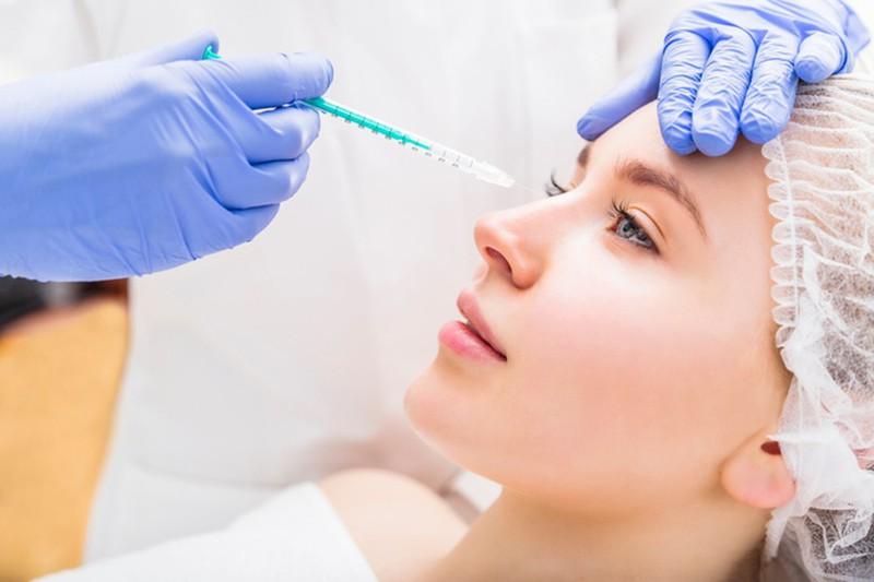 Bé 13 tuổi nâng mũi tổn hại 42% sức khoẻ: Tuổi nào hợp dao kéo? - Hình 2