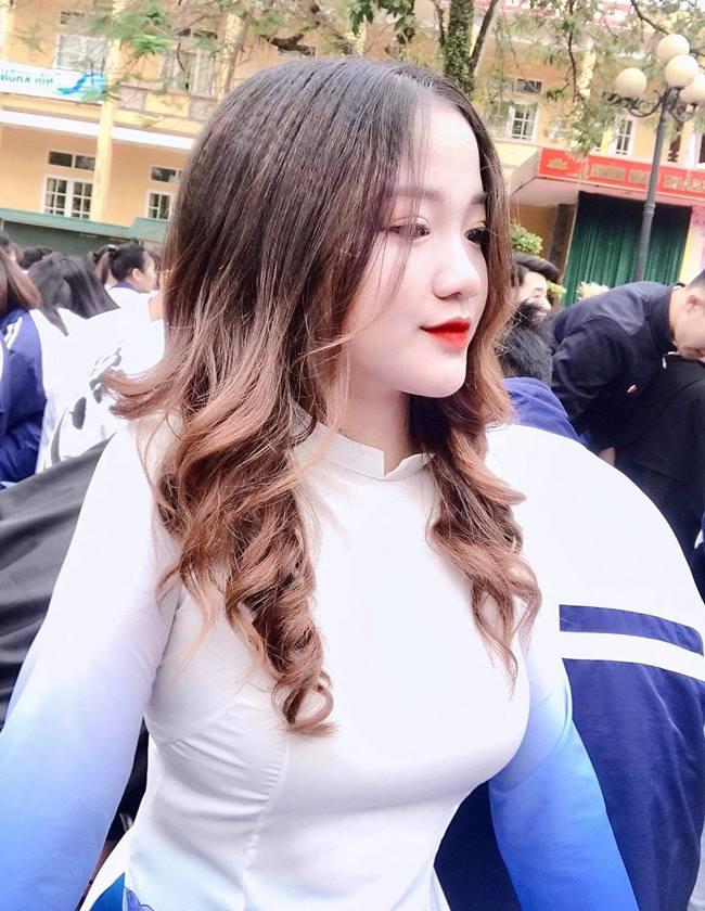 Nữ sinh em chưa 18 Phú Thọ rủ nhau thi hoa hậu: Cứ mặc áo dài là đẹp ngẩn ngơ - Hình 20