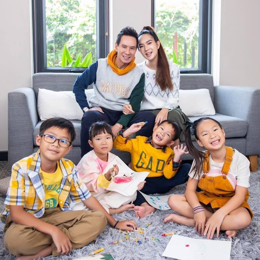 Gia đình Vbiz mặc sành nhất 2020 gọi tên Lý Hải-Minh Hà - Hình 21