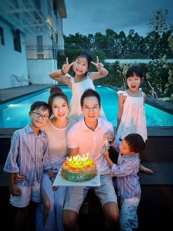Gia đình Vbiz mặc sành nhất 2020 gọi tên Lý Hải-Minh Hà - Hình 17