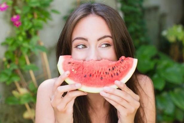 10 thực phẩm bổ sung nước giúp làn da căng mọng - Hình 1