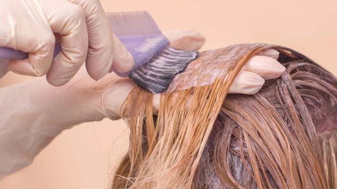 Điều gì xảy ra khi nhuộm tóc lúc còn ướt? - Hình 1
