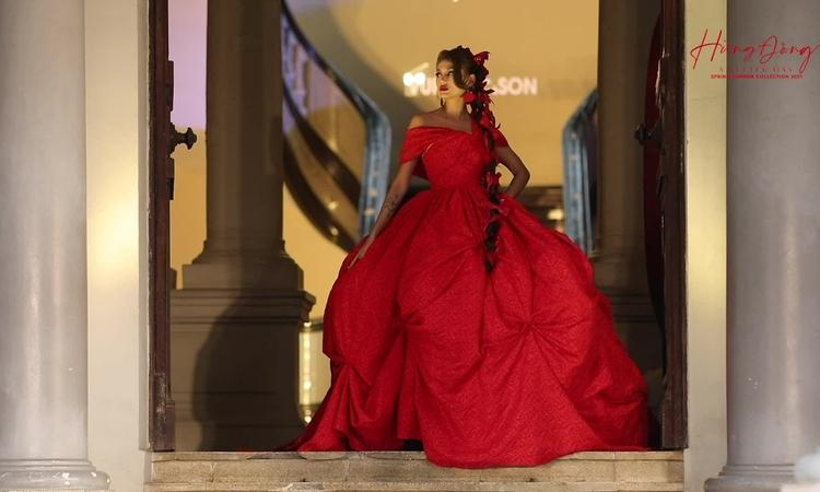 Võ Hoàng Yến như công chúa trong show Vũ Ngọc và Son - Hình 15