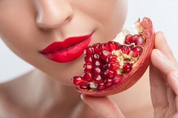 10 cách dưỡng để có ngay đôi môi căng mọng mà chẳng cần son - Hình 5