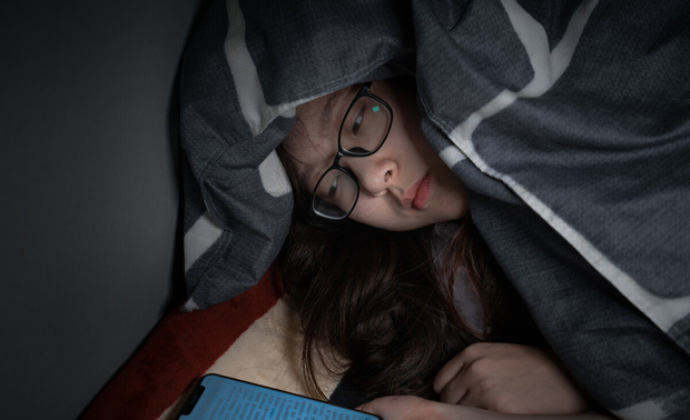 4 việc phụ nữ làm trước khi đi ngủ có thể đẩy nhanh quá trình lão hóa của cơ thể nhưng nhiều người không biết - Hình 1